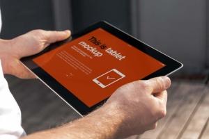 手持iPad使用场景APP应用&网站设计演示模板 Tablet Mock-up插图6