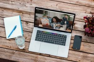办公桌场景MacBook Pro屏幕预览样机模板v1 Macbook Pro Mockup Set Vol 01插图4