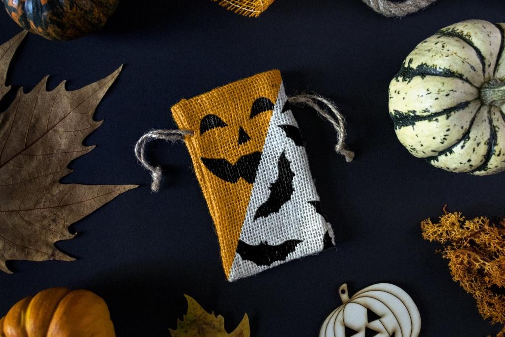 万圣节主题布袋样机设计模板 Halloween mockup插图