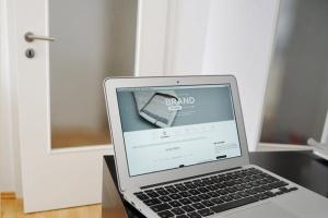 Web应用程序UI设计展示笔记本电脑样机 Laptop Display Web App Mock-Up插图7