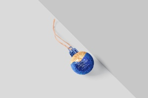 闪闪发光圣诞装饰球样机模板 Glitter Christmas Ball Mockup插图3