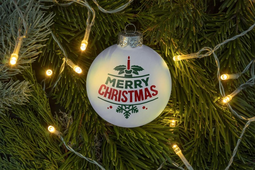 灯饰背景圣诞节装饰球样机模板 Christmas ball ornament mockup插图