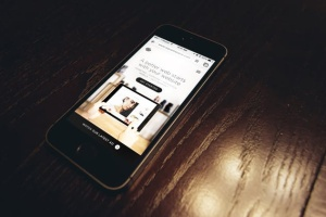 响应式网站设计多设备样机合集 Lifestyle Responsive iPhone Mock-Up插图3