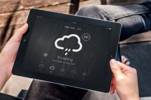 手持iPad使用场景APP应用&网站设计演示模板 Tablet Mock-up插图8