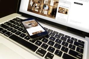 响应式网站设计多设备样机合集 Lifestyle Responsive iPhone Mock-Up插图5