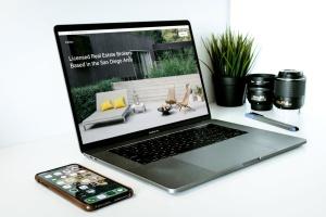 办公桌场景MacBook Pro屏幕预览样机模板v1 Macbook Pro Mockup Set Vol 01插图6