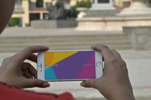 手持旧款iPhone使用场景样机模板 iPhone Mockups插图2