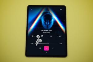 音乐APP界面设计效果图iPad Pro平板电脑样机模板 iPad Pro Music App插图4