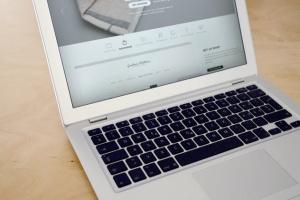 Web应用程序UI设计展示笔记本电脑样机 Laptop Display Web App Mock-Up插图5