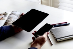iPhone/iPad响应式设计展示设备样机 iPad iPhone Macbook Responsive Mock-Up Bundle插图9