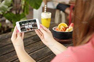 手持iPhone手机样机模板 iPhone Mockups插图3