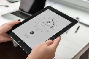 手持iPad使用场景APP应用&网站设计演示模板 Tablet Mock-up插图15