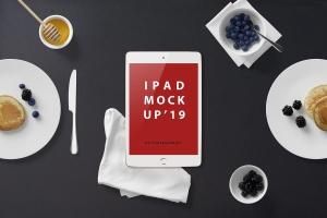 西式早餐场景iPad Mini设备展示样机 iPad Mini Mockup – Breakfast Set插图1