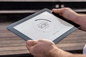 手持iPad使用场景APP应用&网站设计演示模板 Tablet Mock-up插图5
