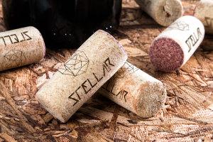 酒瓶木质瓶塞品牌Logo设计效果图样机 Wine Corks Mockup插图1