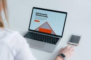 响应式网站设计效果图MacBook Pro电脑样机 Macbook Pro Responsive Mockup插图2