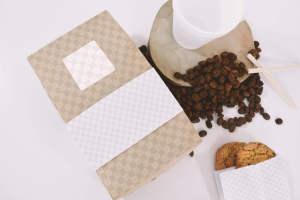 咖啡品牌标识设计咖啡袋&咖啡杯俯视图样机模板 Coffee Bag and Cup Mockup Top View插图2